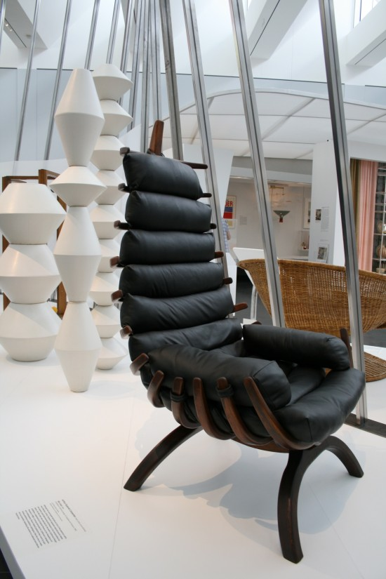 LACMA-amazing-midcentury-black-leather-chair-550x825.jpg