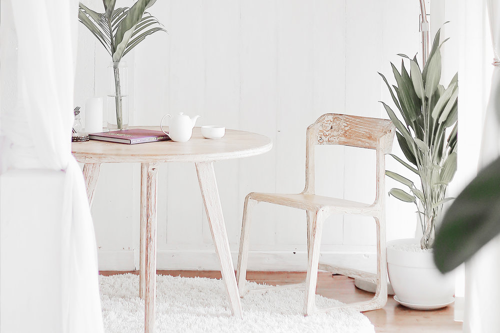 How to Declutter in 3 Simple Steps by Studio Ease #declutter #springcleaning #simplehome minimal living, simple living, minimalism, slow living, declutter your space, spring cleaning, minimal home, clean up