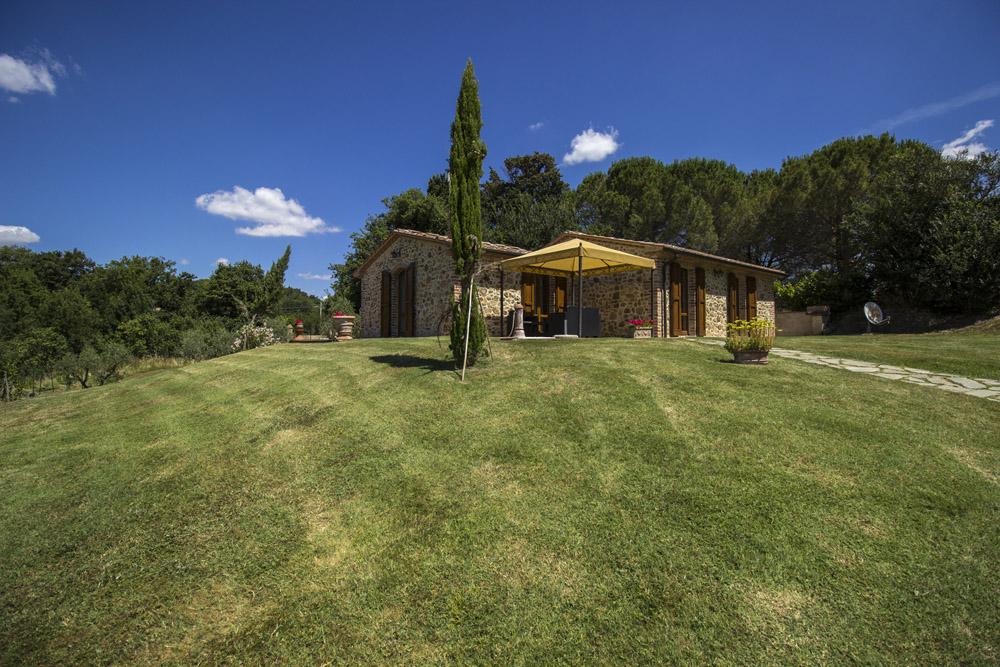 7-La-Ripa-Farm-Radicondoli-Siena-Tuscany-For-sale-working-farms-crops-and-livestock-Antonio-Russo-Real-Estate-Italy.jpg