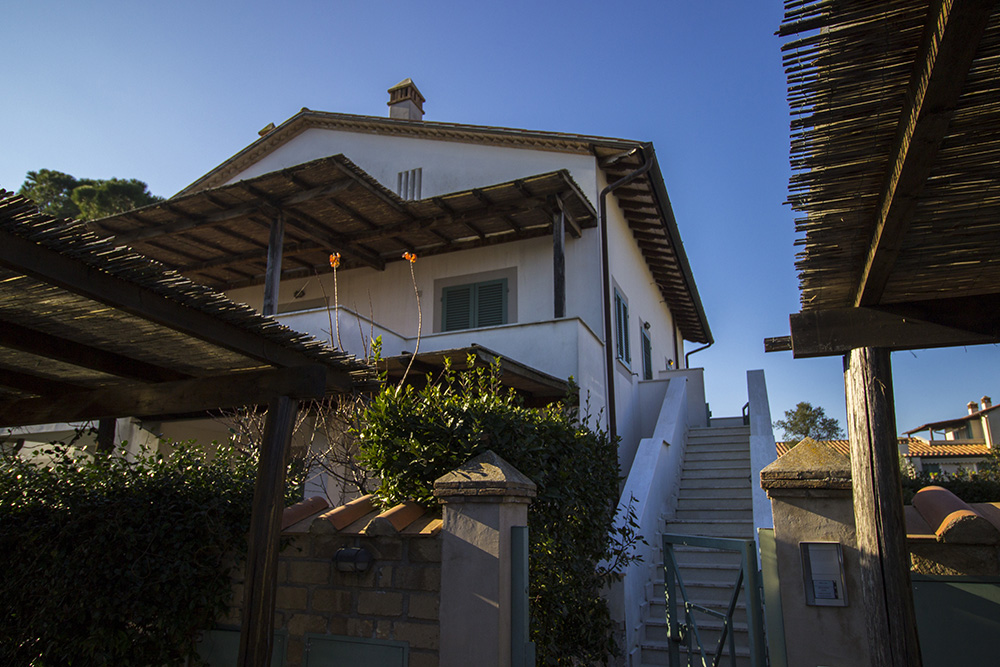 2-For-sale-exclusive-holiday-apartment-Italy-Antonio-Russo-Real-Estate-Stylish-Apartment-Capalbio-Tuscany.jpg