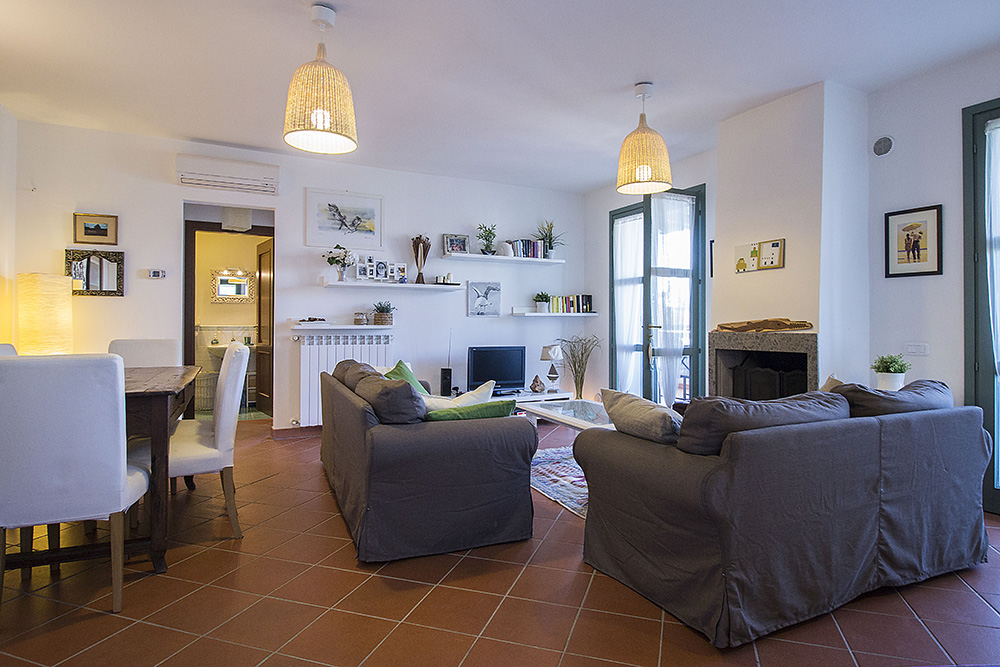 4-For-sale-exclusive-holiday-apartment-Italy-Antonio-Russo-Real-Estate-Stylish-Apartment-Capalbio-Tuscany.jpg