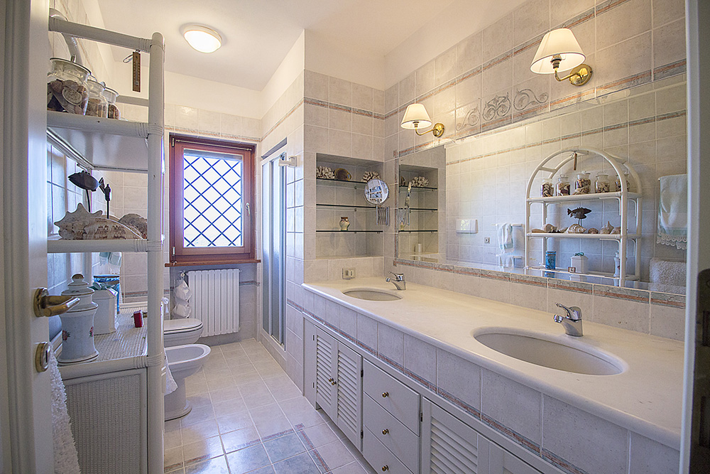24-For-sale-luxury-villas-Italy-Antonio-Russo-Real-Estate-Villa-Elite-Punta-Ala-Tuscany.jpg