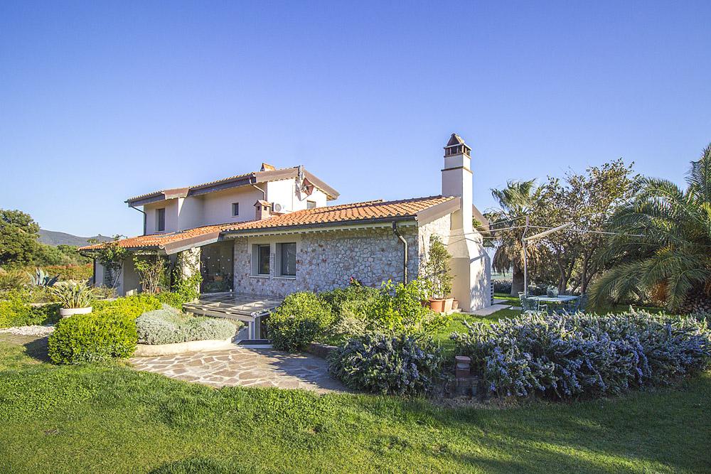 3-NEWS-For-sale-luxury-villas-Italy-Antonio-Russo-Real-Estate-Villa-Luce-Castiglione-della-Pescaia-Tuscany.jpg