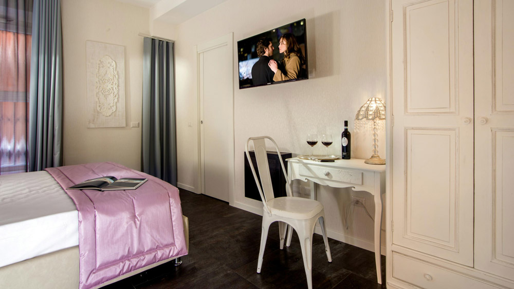 9-AFTER-RESTORATION-B&B-Rome-Visits-Navona-Apartment-Restoration-Project-Antonio-Russo-Luxury-Real-Estate-Italy.jpg