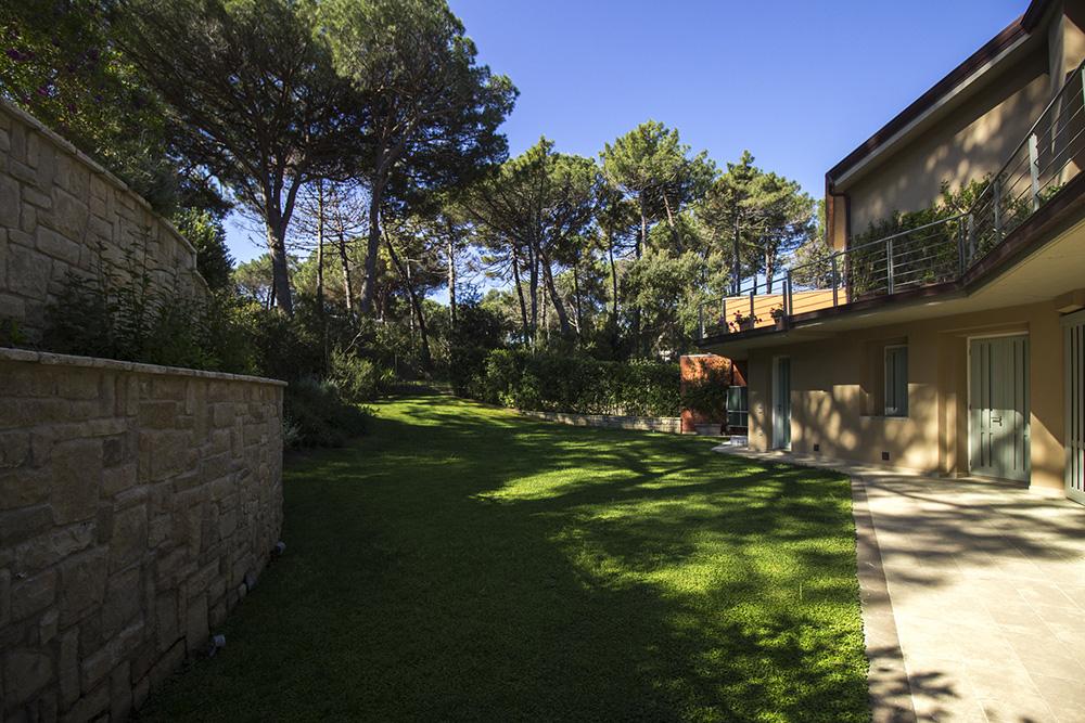 2-For-rent-luxury-villas-Italy-Antonio-Russo-Real-Estate-Villa-Armonia-Castiglione-della-Pescaia-Tuscany.jpg