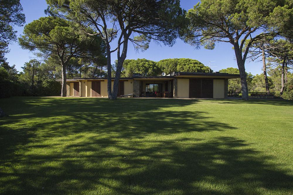 1-For-rent-luxury-villas-Italy-Antonio-Russo-Real-Estate-Villa-Eleganza-Castiglione-della-Pescaia-Tuscany.jpg