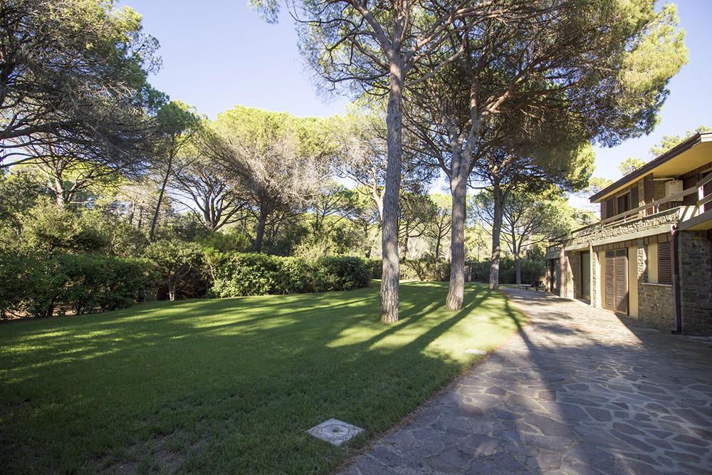 2-For-rent-luxury-villas-Italy-Antonio-Russo-Real-Estate-Villa-Eleganza-Castiglione-della-Pescaia-Tuscany.jpg