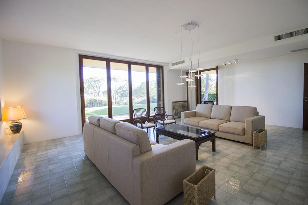 8-For-rent-luxury-villas-Italy-Antonio-Russo-Real-Estate-Villa-Eleganza-Castiglione-della-Pescaia-Tuscany.jpg