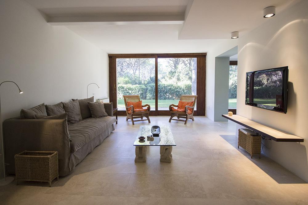 9-For-rent-luxury-villas-Italy-Antonio-Russo-Real-Estate-Villa-Eleganza-Castiglione-della-Pescaia-Tuscany.jpg