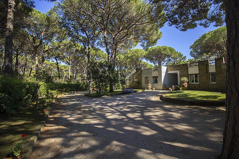1-For-rent-luxury-villas-Italy-Antonio-Russo-Real-Estate-Villa-Monica-Castiglione-della-Pescaia-Tuscany.jpg