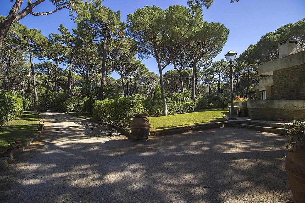 5-For-rent-luxury-villas-Italy-Antonio-Russo-Real-Estate-Villa-Monica-Castiglione-della-Pescaia-Tuscany.jpg