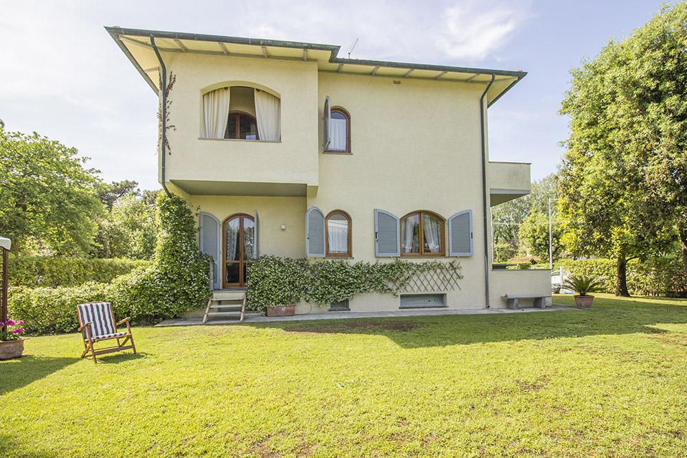 1-For-sale-luxury-villas-Italy-Antonio-Russo-Real-Estate-Villa-Chic-Forte-dei-Marmi-Tuscany.jpg