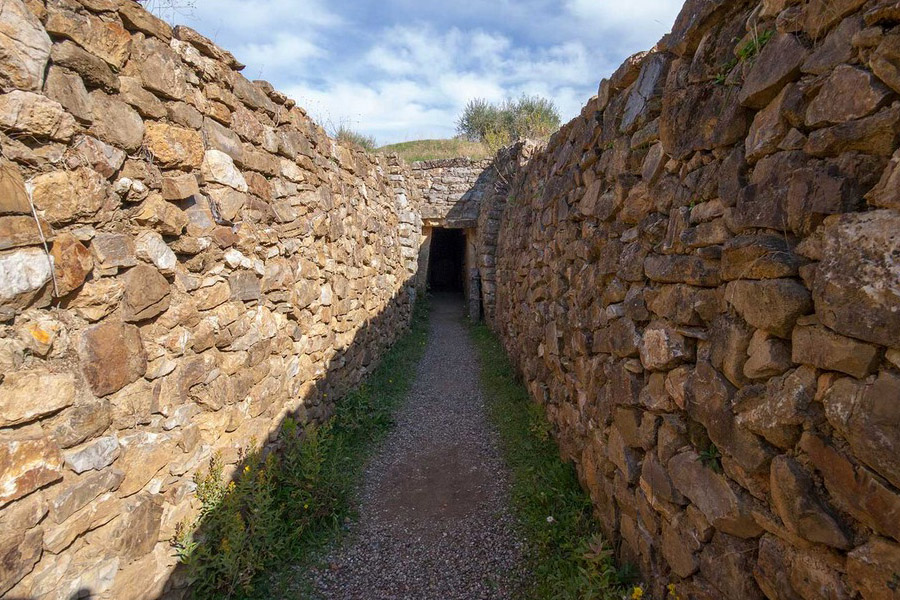 2-tuscan-hamlets-archeological-area-vetulonia-forgotten-etruscan-town-antonio-russo-property-news.jpg