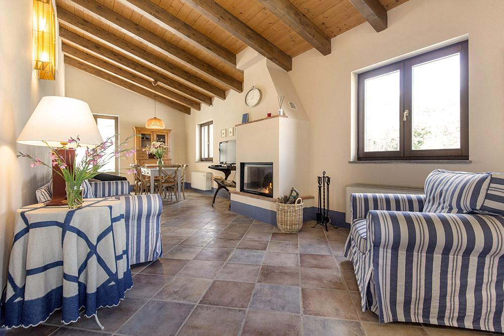 2-Villa-Cerro-Sotto-For-sale-holiday-farm-stay-Italy-Antonio-Russo-Real-Estate-Borgo-L-Incanto-Tuscany-Accommodation-Facility.jpg