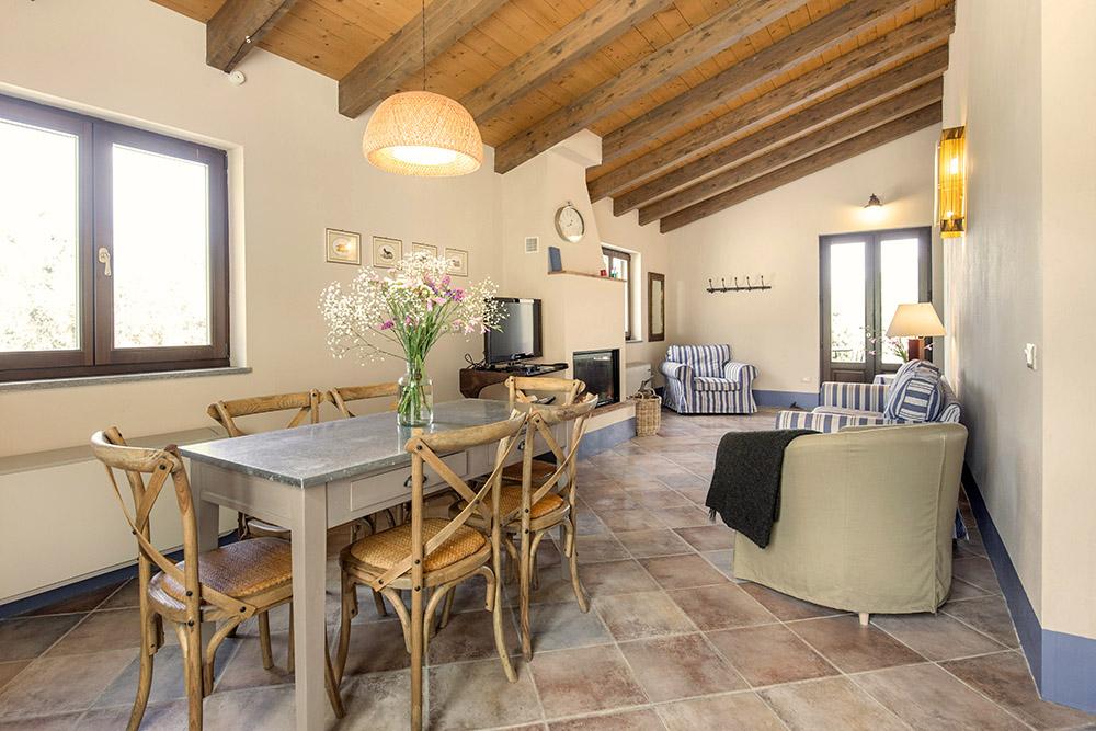 3-Villa-Cerro-Sotto-For-sale-holiday-farm-stay-Italy-Antonio-Russo-Real-Estate-Borgo-L-Incanto-Tuscany-Accommodation-Facility.jpg