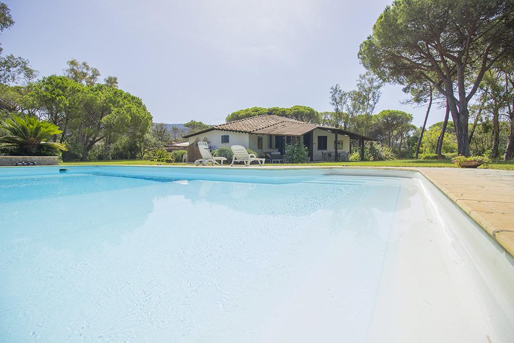 2-For-sale-luxury-villas-Italy-Antonio-Russo-Real-Estate-Villa-Beach-Punta-Ala-Tuscany.jpg