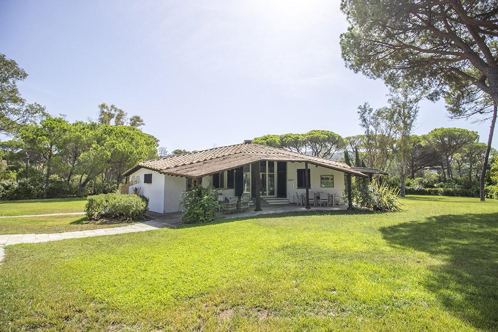 3-For-sale-luxury-villas-Italy-Antonio-Russo-Real-Estate-Villa-Beach-Punta-Ala-Tuscany.jpg