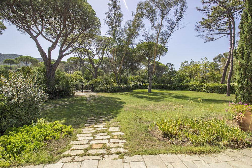 6-For-sale-luxury-villas-Italy-Antonio-Russo-Real-Estate-Villa-Beach-Punta-Ala-Tuscany.jpg