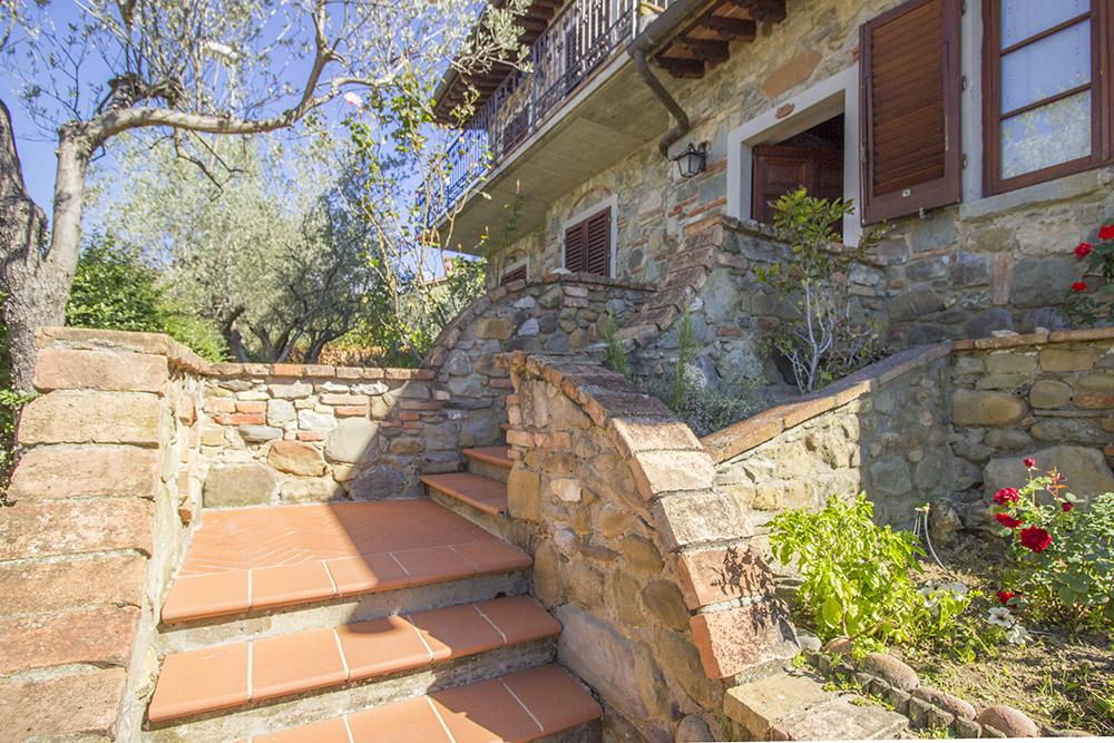 3-Casale-in-Valdarno-Farm-Terranuova-Bracciolini-Arezzo-Tuscany-For-sale-farmhouses-country-homes-in-Italy-Antonio-Russo-Real-Estate.jpg