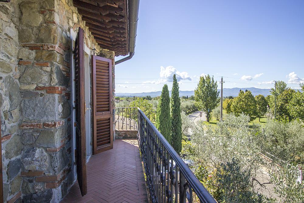 4-Casale-in-Valdarno-Farm-Terranuova-Bracciolini-Arezzo-Tuscany-For-sale-farmhouses-country-homes-in-Italy-Antonio-Russo-Real-Estate.jpg
