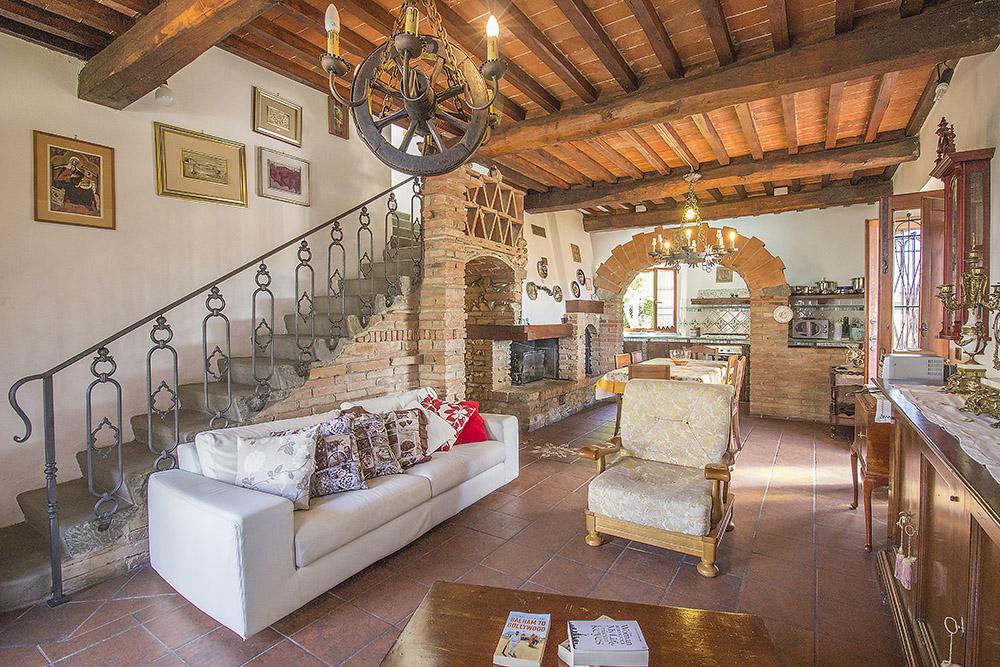 6-Casale-in-Valdarno-Farm-Terranuova-Bracciolini-Arezzo-Tuscany-For-sale-farmhouses-country-homes-in-Italy-Antonio-Russo-Real-Estate.jpg