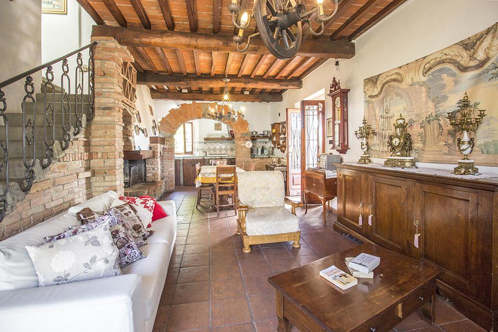 8-Casale-in-Valdarno-Farm-Terranuova-Bracciolini-Arezzo-Tuscany-For-sale-farmhouses-country-homes-in-Italy-Antonio-Russo-Real-Estate.jpg