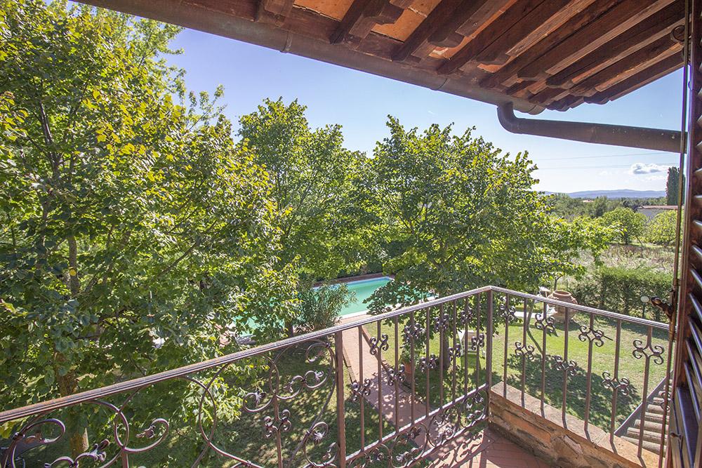11-Casale-in-Valdarno-Farm-Terranuova-Bracciolini-Arezzo-Tuscany-For-sale-farmhouses-country-homes-in-Italy-Antonio-Russo-Real-Estate.jpg
