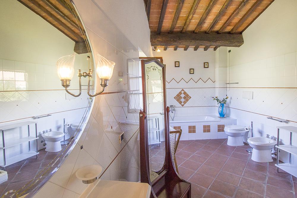 18-Casale-in-Valdarno-Farm-Terranuova-Bracciolini-Arezzo-Tuscany-For-sale-farmhouses-country-homes-in-Italy-Antonio-Russo-Real-Estate.jpg