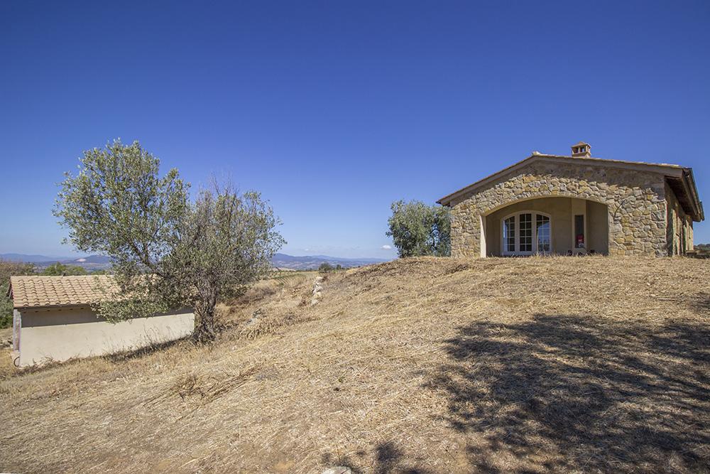 1-Casale-Il-Poggio-Farmhouse-Scansano-Montorgiali-Maremma-Tuscany-For-sale-farmhouses-country-homes-in-Italy-Antonio-Russo-Real-Estate.jpg
