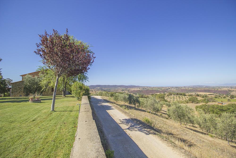 2-Casale-Val-delle-Vigne-Farm-Scansano-Maremma-Tuscany-For-sale-farmhouses-country-homes-in-Italy-Antonio-Russo-Real-Estate.jpg
