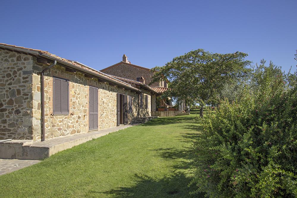 1-Casale-Val-delle-Vigne-Farm-Scansano-Maremma-Tuscany-For-sale-farmhouses-country-homes-in-Italy-Antonio-Russo-Real-Estate.jpg
