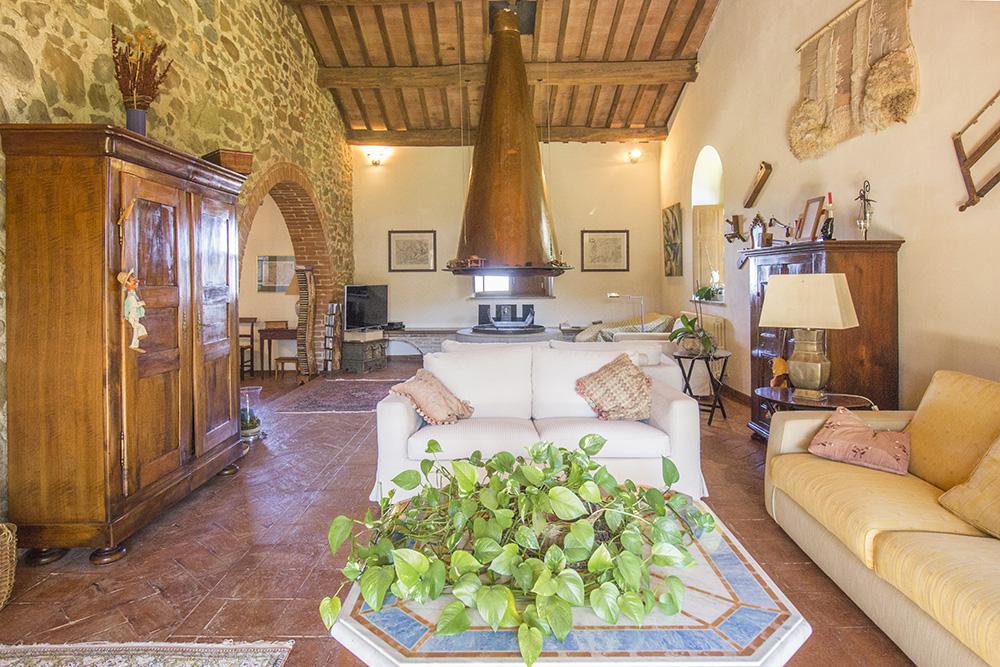 10-Casale-Val-delle-Vigne-Farm-Scansano-Maremma-Tuscany-For-sale-farmhouses-country-homes-in-Italy-Antonio-Russo-Real-Estate.jpg