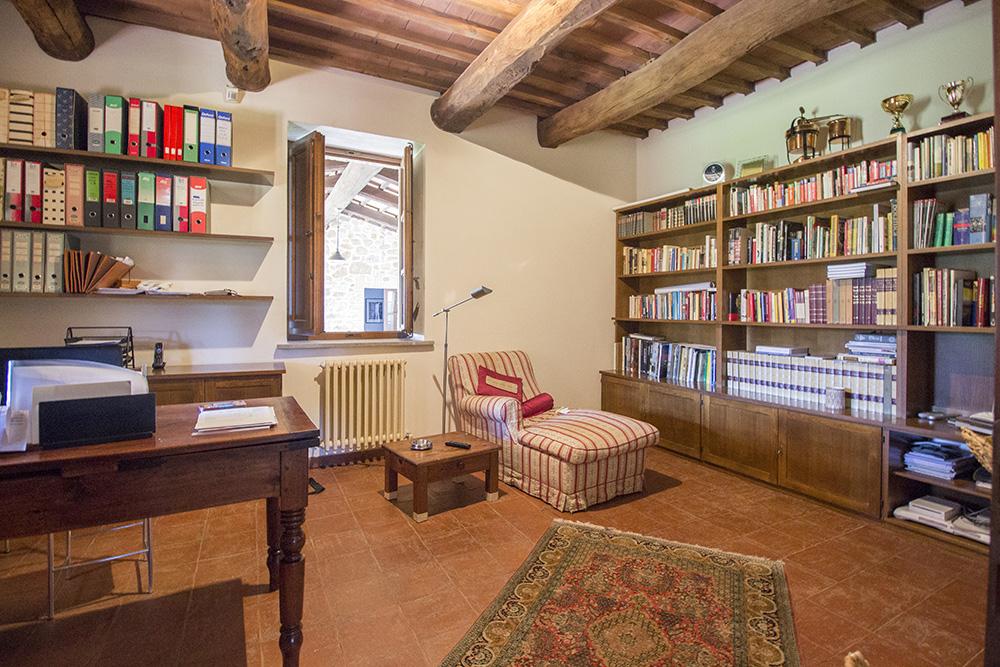 17-Casale-Val-delle-Vigne-Farm-Scansano-Maremma-Tuscany-For-sale-farmhouses-country-homes-in-Italy-Antonio-Russo-Real-Estate.jpg