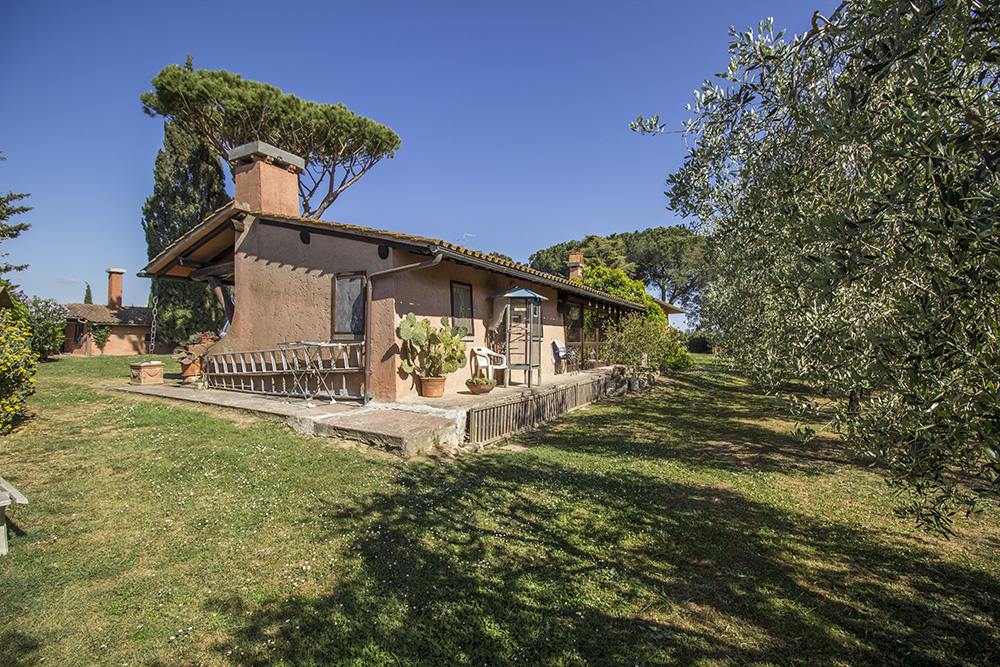 32-Casale-Toscano-Farm-near-city-Grosseto-Seaside-Countryside-Tuscany-For-sale-farmhouses-country-homes-in-Italy-Antonio-Russo-Real-Estate.jpg