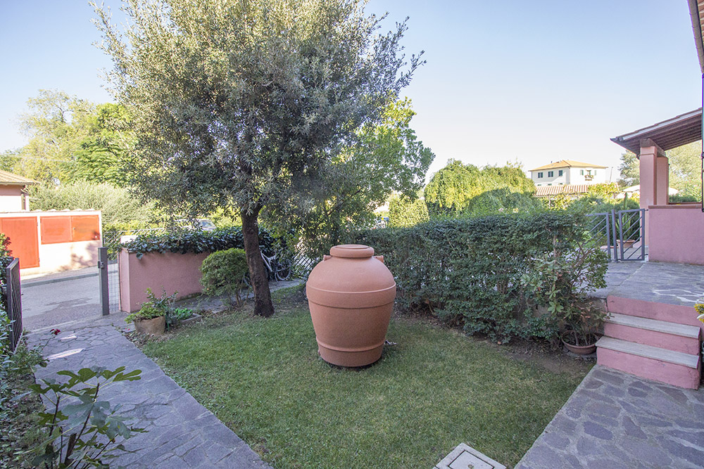 17-For-sale-exclusive-apartment-Italy-Antonio-Russo-Real-Estate-Crespi-Apartment-City-Grosseto-Citta-Tuscany.jpg
