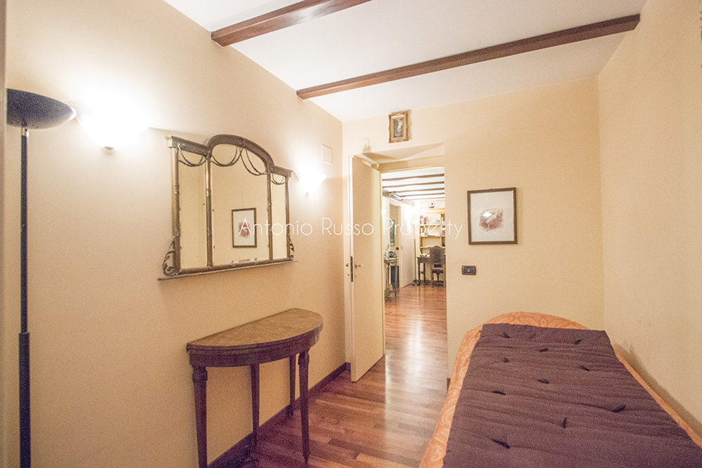 5-For-sale-exclusive-apartment-Italy-Antonio-Russo-Real-Estate-Rome-Historical-Center-Apartment-Piazza-Navona-Lazio.jpg
