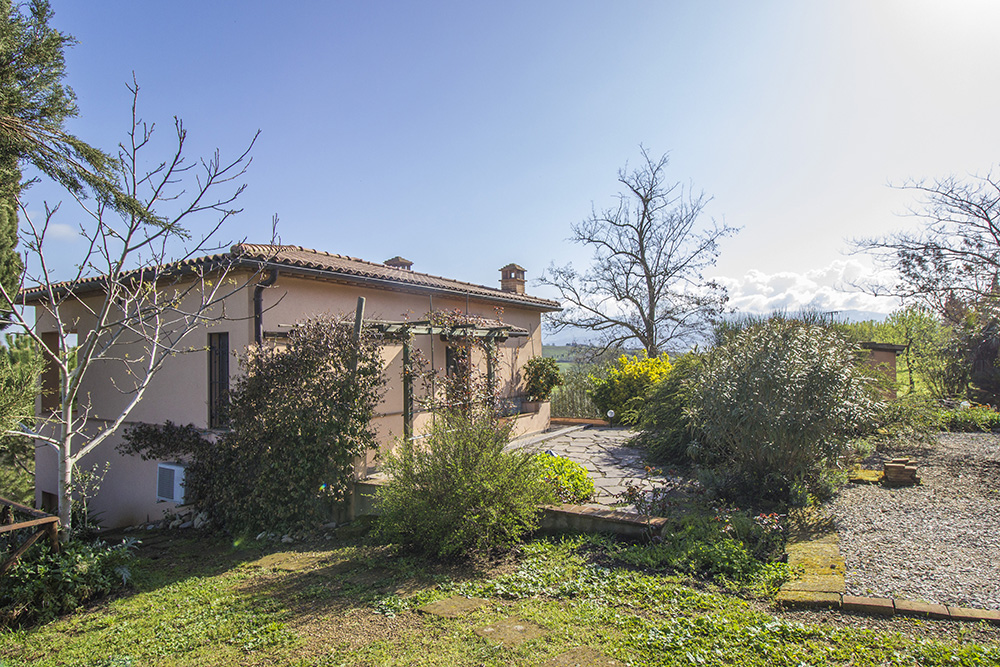 2-Podere-Belvedere-Farm-Cinigiano-Grosseto-Countryside-Tuscany-For-sale-farmhouses-country-homes-in-Italy-Antonio-Russo-Real-Estate.jpg