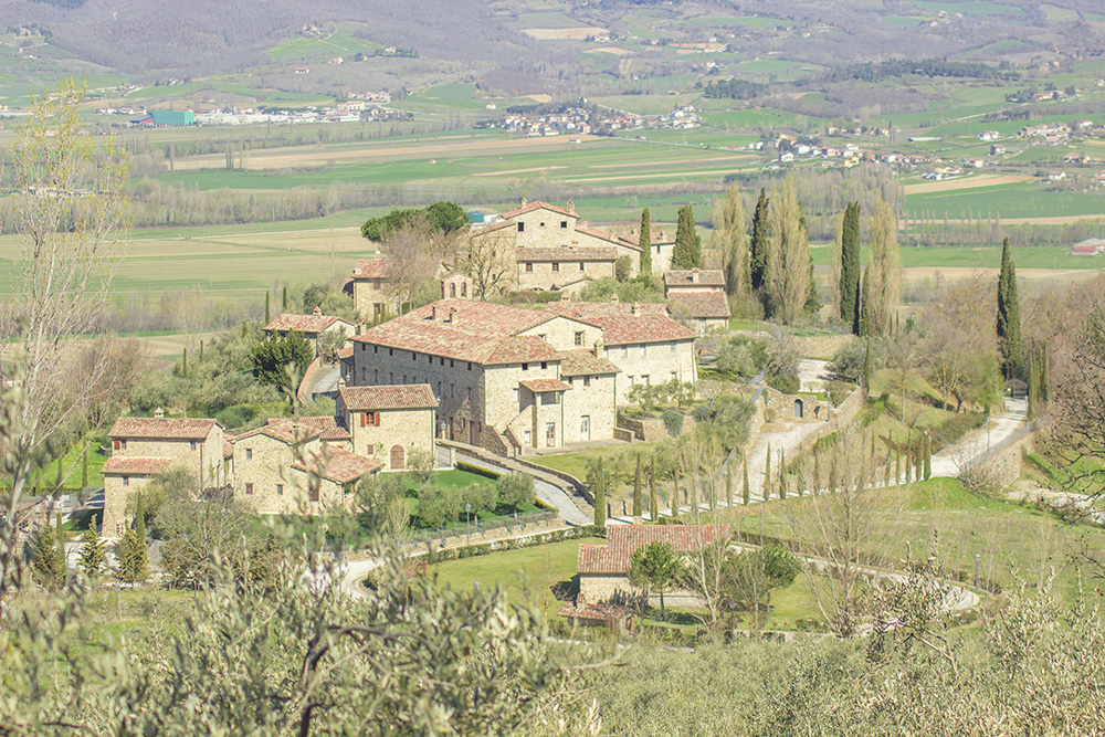 1-new-farmhouses-and-villas-fors-sale-umbria-tuscany-antonio-russo-property-news.jpg