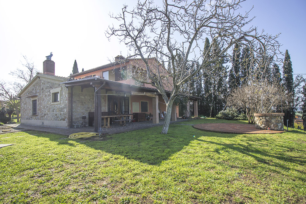 3-new-farmhouses-and-villas-fors-sale-umbria-tuscany-antonio-russo-property-news.jpg