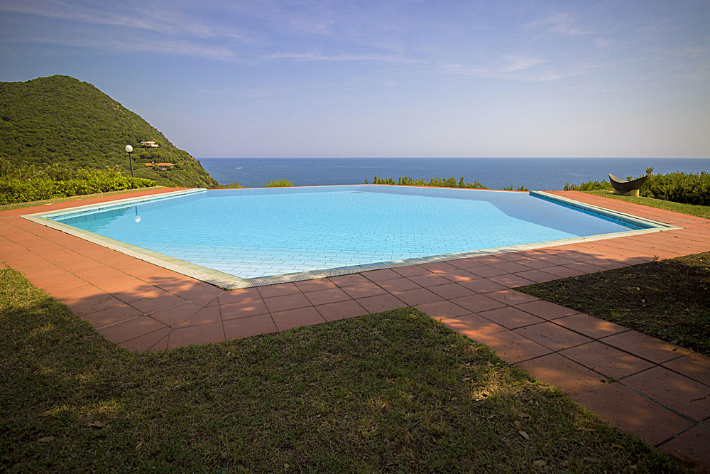 2-For-sale-luxury-villas-Italy-Antonio-Russo-Real-Estate-Villa-La-Perla-Punta-Ala-Tuscany.jpg