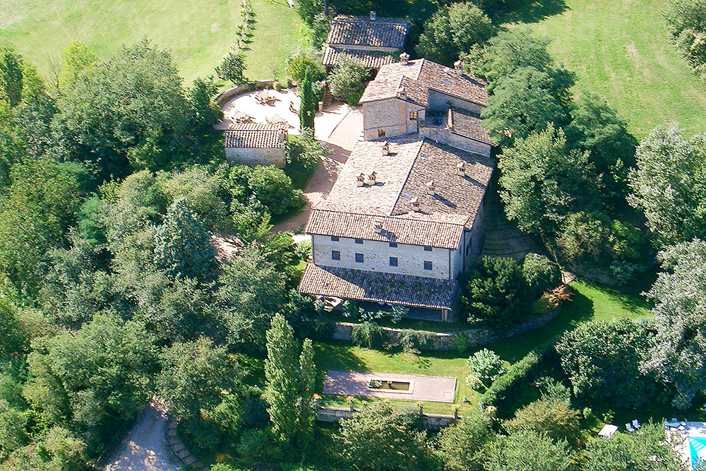 1-For-sale-unique-holiday-stay-Italy-Antonio-Russo-Real-Estate-Borgo-Il-Poeta-Umbria-Accommodation-Facility.jpg