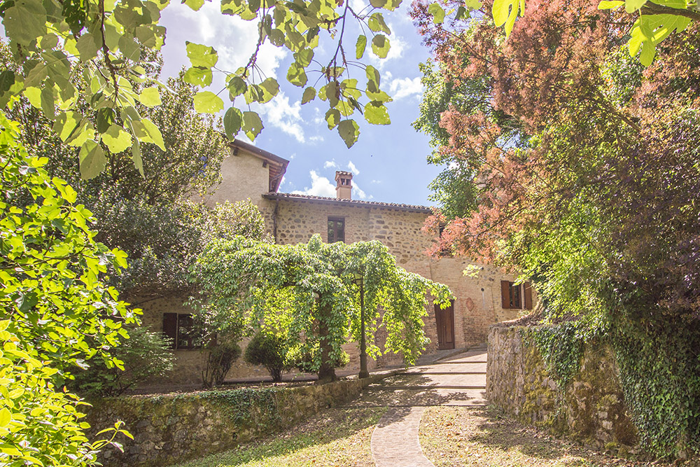 4-For-sale-unique-holiday-stay-Italy-Antonio-Russo-Real-Estate-Borgo-Il-Poeta-Umbria-Accommodation-Facility.jpg