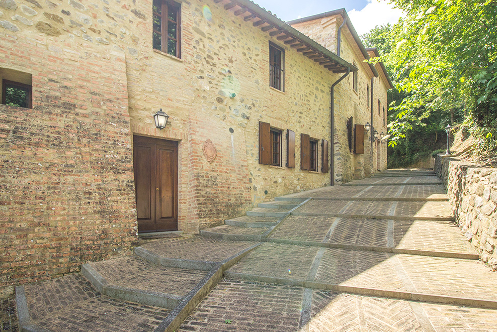 5-For-sale-unique-holiday-stay-Italy-Antonio-Russo-Real-Estate-Borgo-Il-Poeta-Umbria-Accommodation-Facility.jpg