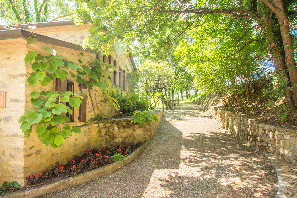 13-For-sale-unique-holiday-stay-Italy-Antonio-Russo-Real-Estate-Borgo-Il-Poeta-Umbria-Accommodation-Facility.jpg