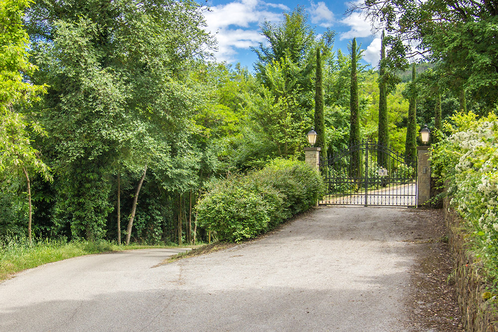 2-For-sale-unique-holiday-hamlet-Italy-Antonio-Russo-Real-Estate-Borgo-Country-Resort-Umbria-Accommodation-Facility.jpg