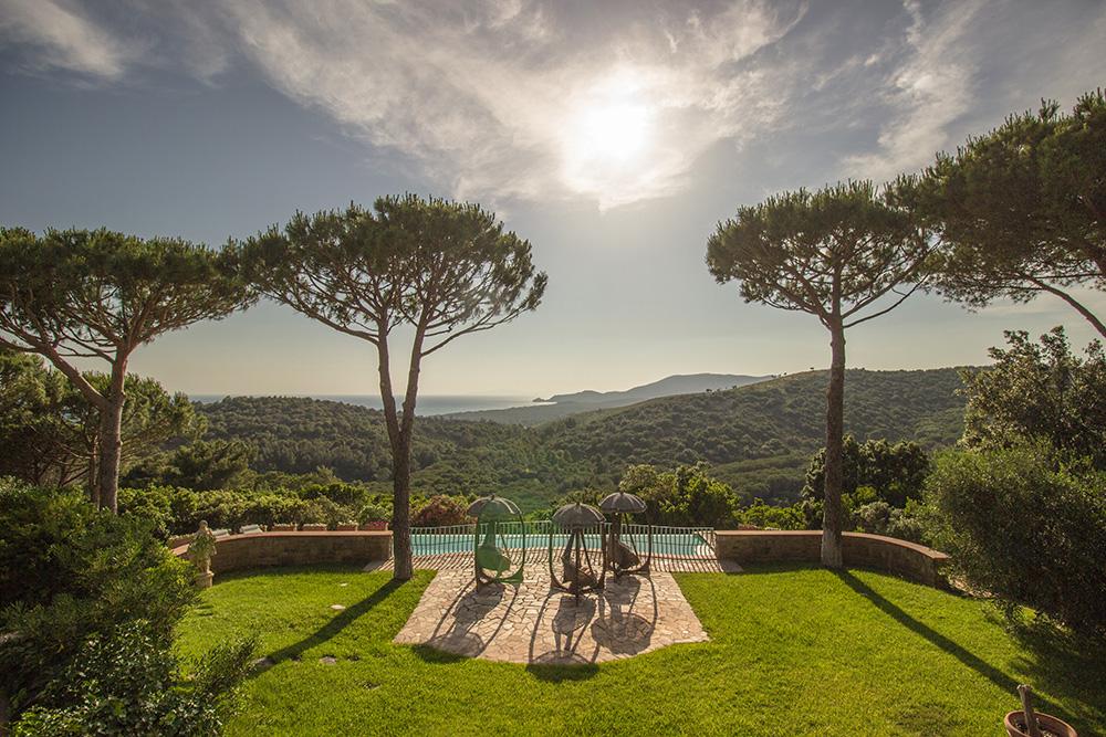 1-For-sale-luxury-villas-Italy-Antonio-Russo-Real-Estate-Villa-La-Panoramica-Castiglione-della-Pescaia-Tuscany.jpg