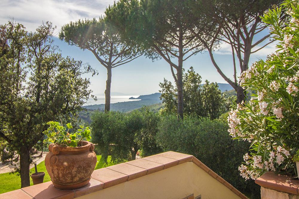 2-For-sale-luxury-villas-Italy-Antonio-Russo-Real-Estate-Villa-La-Panoramica-Castiglione-della-Pescaia-Tuscany.jpg