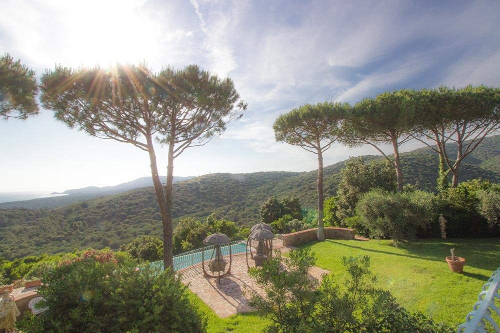 3-For-sale-luxury-villas-Italy-Antonio-Russo-Real-Estate-Villa-La-Panoramica-Castiglione-della-Pescaia-Tuscany.jpg