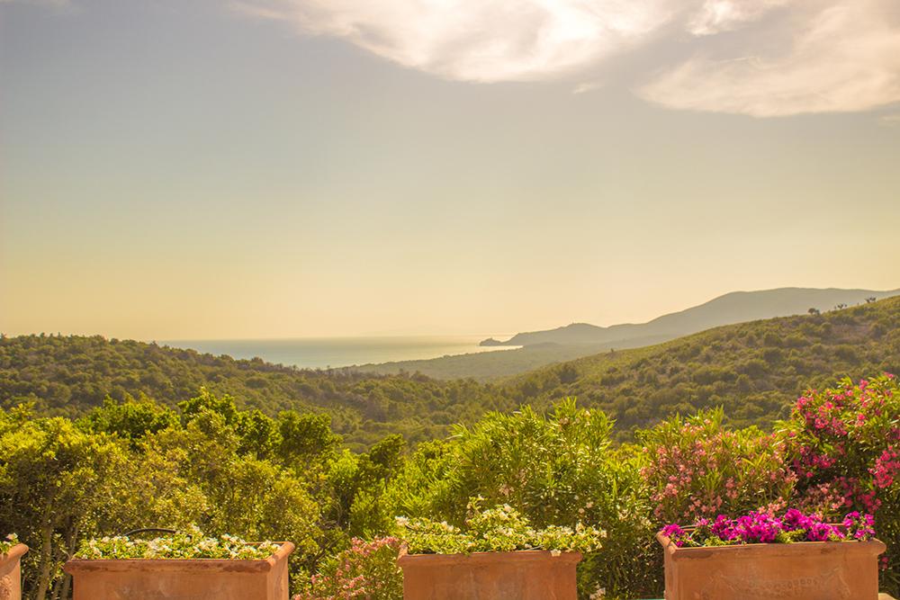 8-For-sale-luxury-villas-Italy-Antonio-Russo-Real-Estate-Villa-La-Panoramica-Castiglione-della-Pescaia-Tuscany.jpg