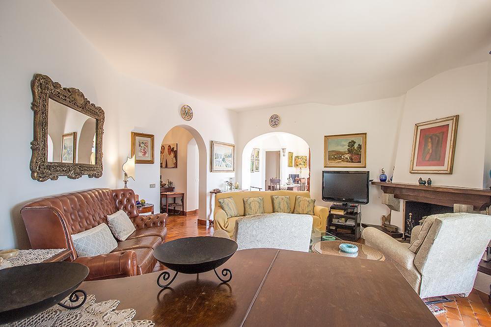 11-For-sale-luxury-villas-Italy-Antonio-Russo-Real-Estate-Villa-La-Panoramica-Castiglione-della-Pescaia-Tuscany.jpg